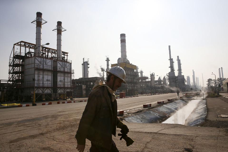 Iran_worker